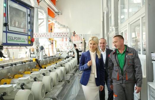 Это - общий успех бизнеса и власти: Светличная об открытии нового цеха на Харьковском плиточном заводе