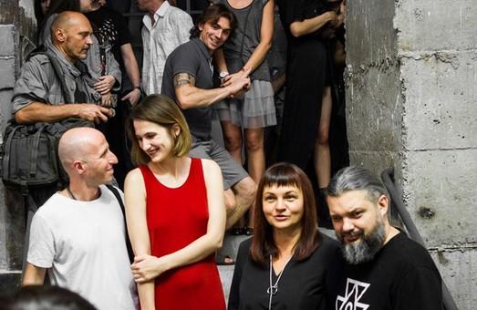 «Предметы» в большом городе: Bob Basset и Гамлет Зиньковский презентовали совместный проект в «ЕрмиловЦентре»