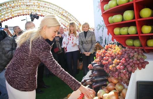 На Слобожанской ярмарке представлены 700 предприятий и 2,5 тысячи видов товаров - Светличная