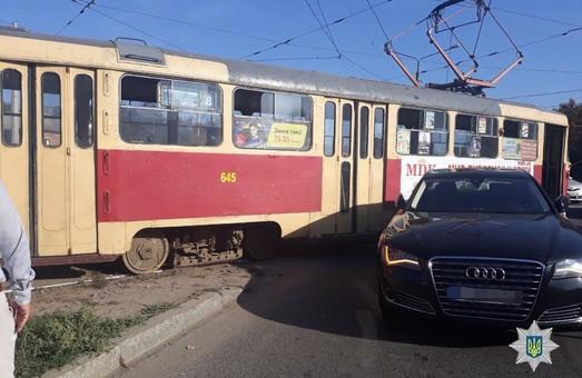 В Харькове – очередное ДТП с трамваем