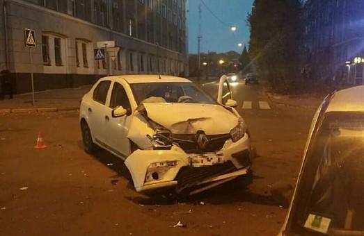 В центре Харькова – тройное ДТП с пострадавшим (ФОТО)
