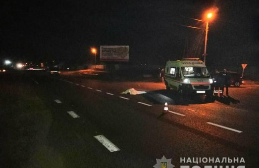 Смертельное ДТП под Харьковом: иномарка сбила двоих пешеходов (ФОТО)