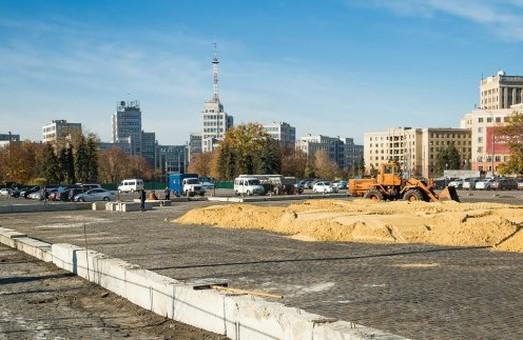 На площади Свободы началась подготовка к Новому году