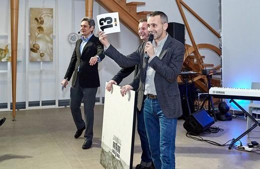 Почти миллион гривен для помощи фронтовым медикам собрали на аукционе в Харькове (ФОТО)