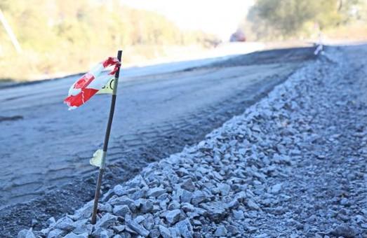 В следующем году на дороге Мерефа-Лозовая-Павлоград отремонтируют 74 км покрытия и 4 моста - ХОГА