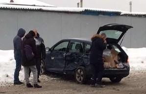 На Салтовке иномарка столкнулась с маршруткой, есть пострадавший (ФОТО)