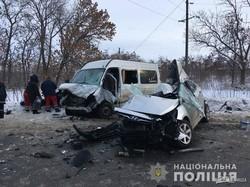 Под Харьковом маршрутка столкнулась с иномаркой: есть погибшие и раненые (ФОТО)