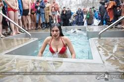 Харьковчане на Крещение окунулись в ледяную воду (ФОТО)