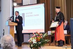 Ярославский в мантии: лучший университет Украины отметил заслуги «архитектора Евро-2012»