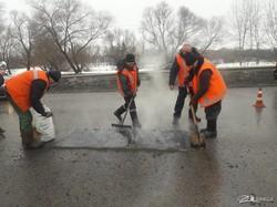 Продолжается аварийный ямочный ремонт на трассах Харьковщины (ФОТО, ВИДЕО)