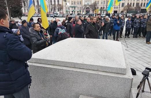 Харьковчане вышли на пикет против повышения тарифов на проезд в транспорте (ФОТО)