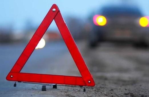 В Харькове маршрутка столкнулась с припаркованной иномаркой (ФОТО)