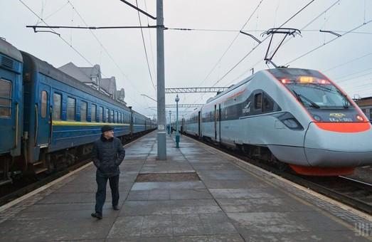 Скорый пассажирский поезд Киев - Лисичанск будет курсировать чаще