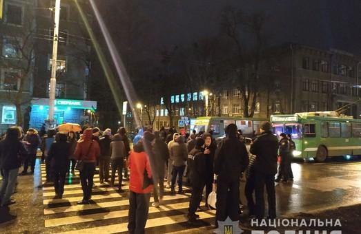 Харьковчане заблокировали движение в центре города из-за отсутствия электричества