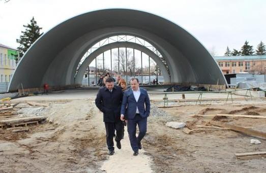 В Краснокутске продолжается строительство ФОКа: уже возведен каркас