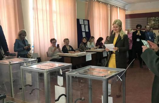 Светличная проголосовала на выборах Президента Украины (ФОТО)