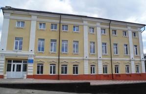 В Купянске продолжают ремонтировать здание районного Дома культуры