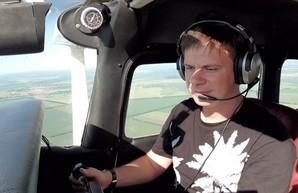 Дмитрий Комаров в команде опытных пилотов совершит рекордный полет через всю Украину