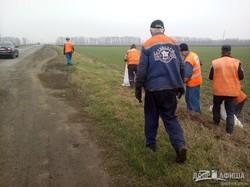 На Харьковщине прошел субботник по благоустройству на автодорогах региона