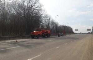 На дорогах Харьковской области продолжается ямочный ремонт