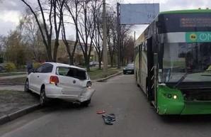 В Харькове иномарка столкнулась с троллейбусом (ФОТО)
