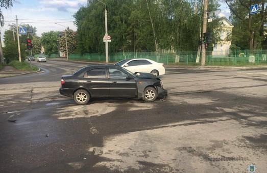 В Харькове – ДТП с такси, травмированы три человека (ФОТО)