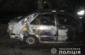 В Харькове ночью сожгли иномарку: полиция открыла уголовное производство (ФОТО)