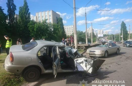Масштабное ДТП в Харькове: пострадали четыре человека (ФОТО)