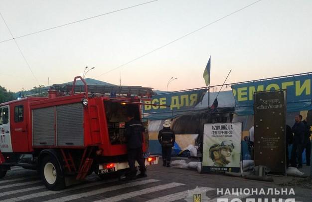 Пожар в волонтерской палатке на площади Свободы: комментарии полиции (ФОТО)