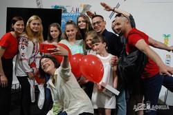 Сергей Жадан и другие писатели наградили детей-критиков из Донбасса на «Книжковому Арсеналі»