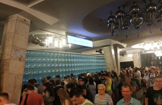 Харьковчане просят увеличить количество поездов в метро в час пик