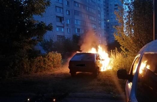 В Харькове за сутки сгорели два автомобиля (ФОТО)