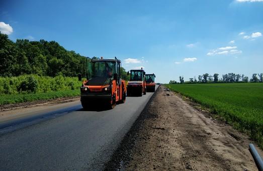На трассе Мерефа - Лозовая - Павлоград выполнено больше половины запланированных работ