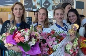 Сборная Украины по синхронному плаванию вернулась домой после триумфа на чемпионате мира (ФОТО)