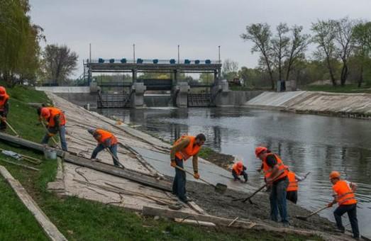 При расчистке русел рек Лопань и Харьков собрали более ста тонн мусора