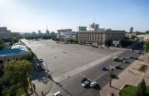 Площадь Свободы до конца августа частично закроют для движения