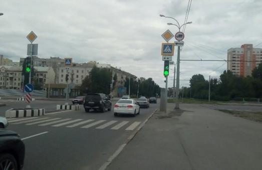 На перекрестке улиц Плехановской и Державинской установили светофор