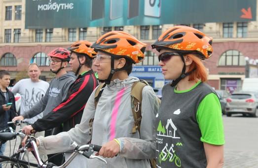Тандемы из зрячих и незрячих велосипедистов продолжают путешествие по Харьковской области