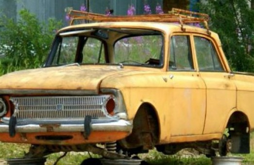 С харьковских улиц и дворов уберут брошенные машины