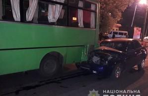 В Харькове «Лада» врезалась в маршрутку: травмированы пять человек (ФОТО)