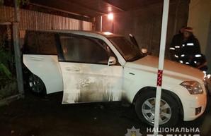 Ночью в центре Харькова сгорела иномарка (ФОТО)