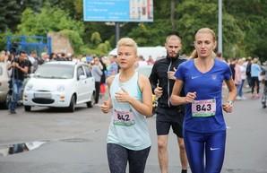«Занимайтесь спортом - будете сильнее!» Светличная финишировала на 34-м харьковском марафоне «Освобождение»