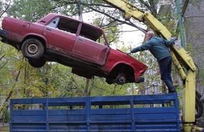 В Харькове утвердили алгоритм эвакуации брошенных во дворах старых авто