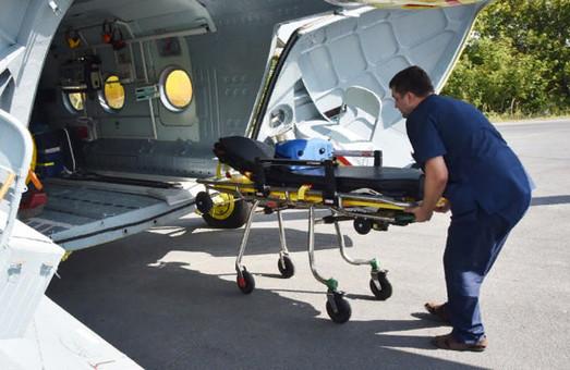 Жители Харьковщины вручную расчистили взлетную полосу для самолета, чтобы спасти младенца