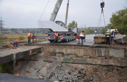Разрушенного в Харькове моста больше нет (ФОТО, ВИДЕО)