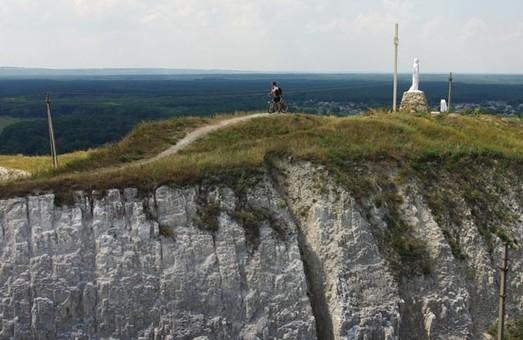 Самую высокую точку Харьковщины украсили монументом (ФОТО)