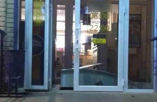 В харьковском магазине распотрошили платежный терминал (ФОТО)