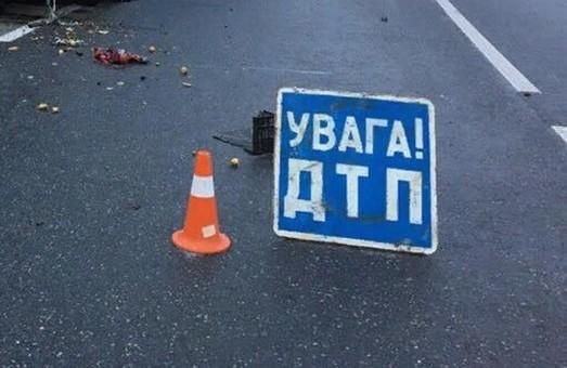 Отказали тормоза. Фура протаранила машины на мосту в Харькове (ФОТО)