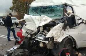 Авария под Харьковом: пострадавших доставали специнструментами (ФОТО)