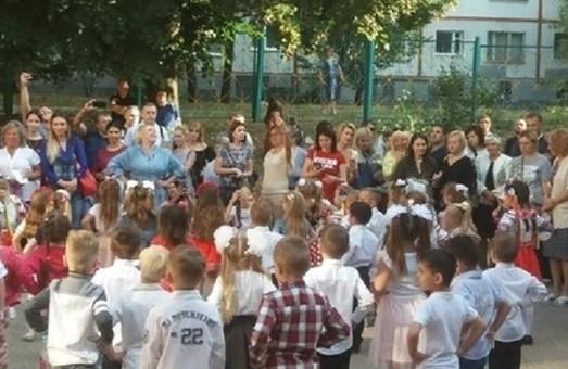 Доставщик пиццы нашел ребенка, сбежавшего из детсада в Харькове